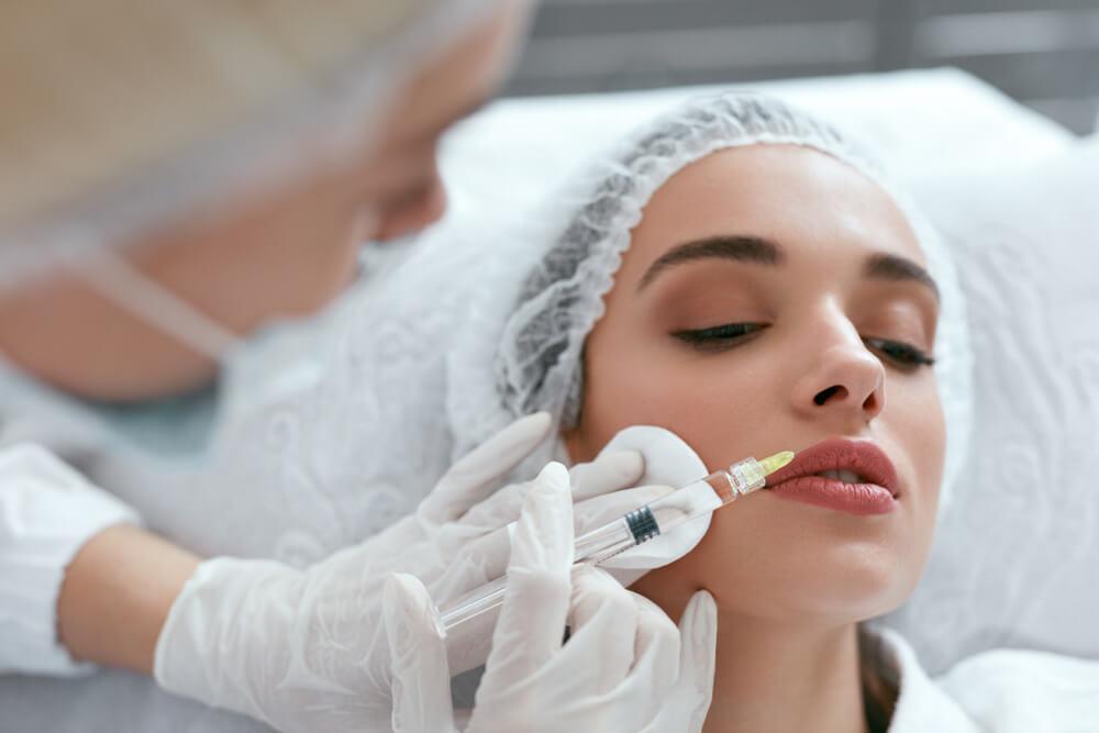 Woman getting lip fillers