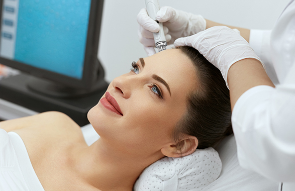 RF Aqua Facial Lift treatment on woman